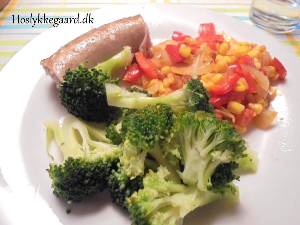 medister, broccoli og peberfrugt pande