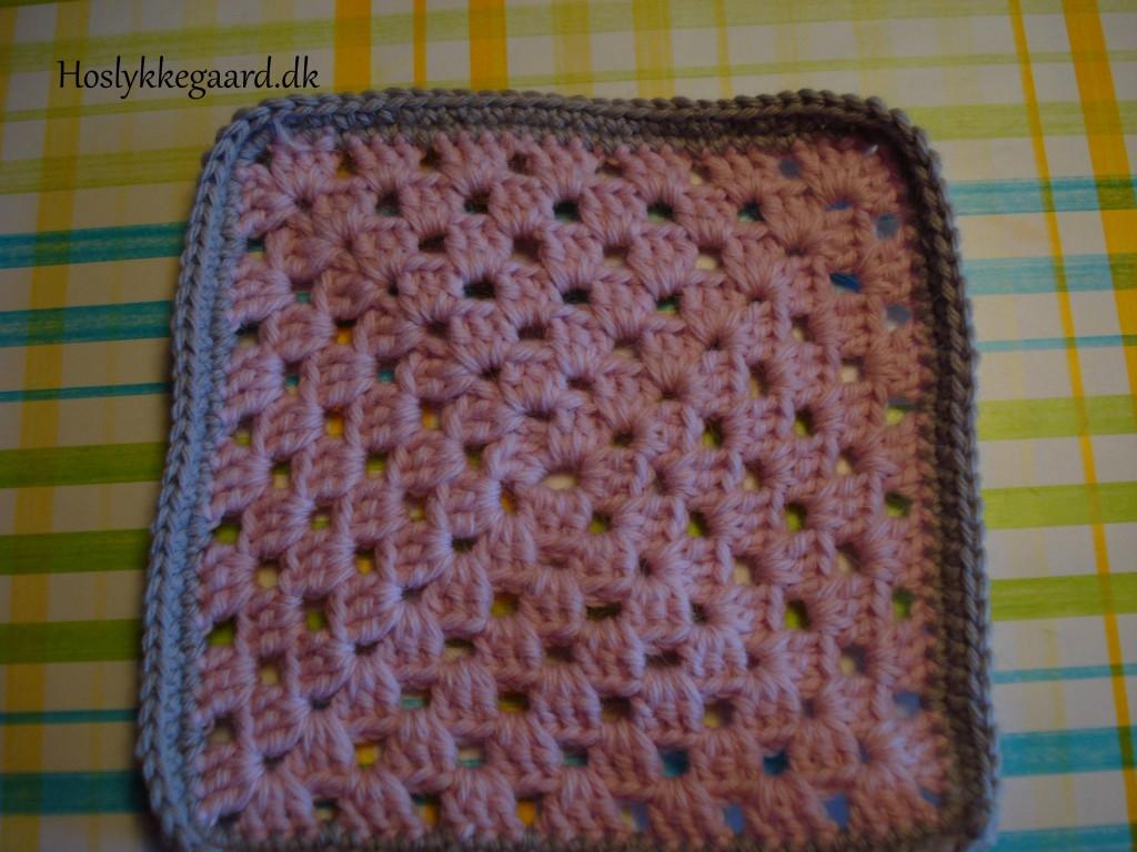 Granny square - støvet rosa - nu med kant